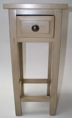 Massivholz Möbel eignen sich gut zum Bemalen.